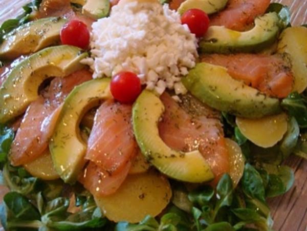 Ensalada de papa salm n y aguacate cocina con los rolo - Ensalada con salmon y aguacate ...